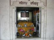 இந்தியாவிலுள்ள விசித்திரமான கோவில்களும் & வினோத வழிபாடுகளும்!!