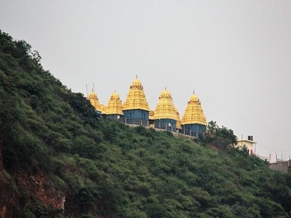 ஸ்ரீ நகரலா மஹாலட்சுமி அம்மவாரி கோவில்