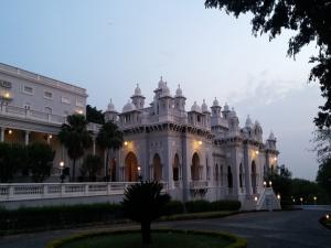Do You Know This Palace Having Worlds Largest Dining Hall Ta