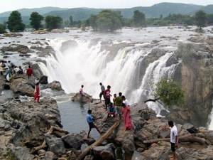 Unknown Waterfalls Around Tamil Nadu Visit This Monsoon