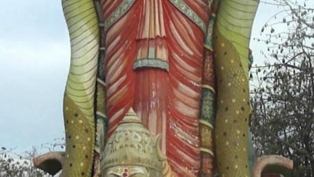 உயர்ந்துகொண்டே செல்லும் அம்மன் சிலை... எங்கே தெரியுமா ?