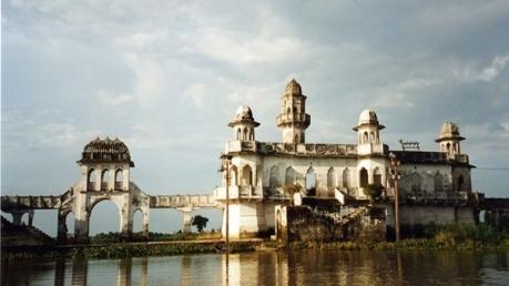 தாஜ்மஹால் தெரியும்.. அது என்ன நீர் மஹால்...?