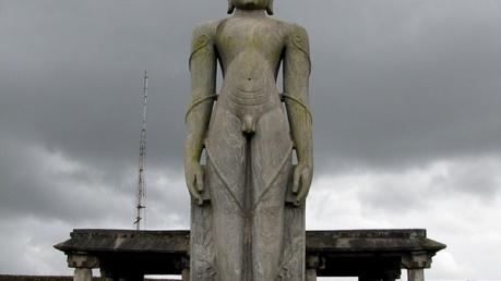 பாகுபலிக்கு 42 அடியில் ஆடையற்ற சிலை - கர்கலாவில் சுற்றலாம் வாங்க!