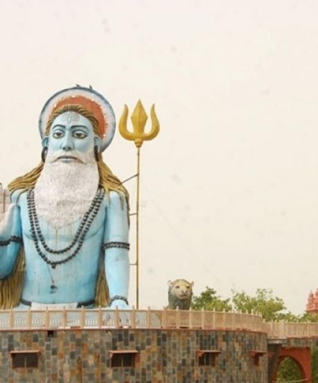 இந்தியாவில் தியான மடம் கட்டிய பாக்கிஸ்தானியர்... எங்கே தெரியுமா ?