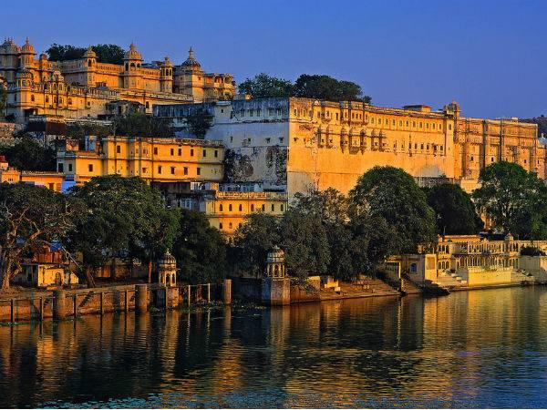 Visit The Magical Lake Pichola Udaipur Fairytale Destinati