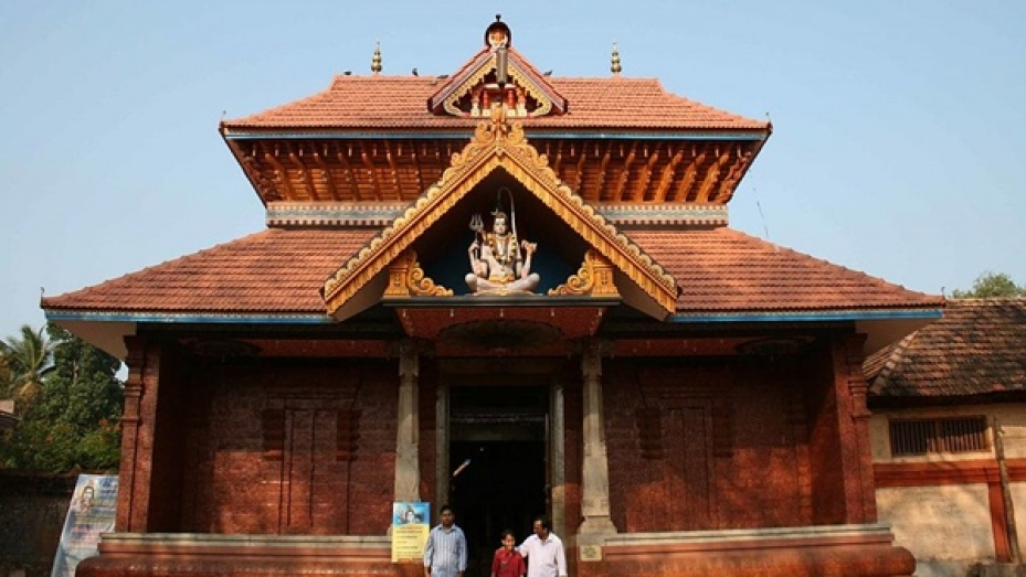 பேக்கலுக்கு அருகிலிருக்கும்  கலாச்சார மையம் நீலேஷ்வரம்